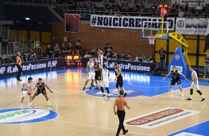 azione fra Remer Treviglio e Bergamo Basket 2014