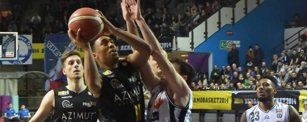 Basket, la Remer vince il derbissimo Bergamo precipita verso il basso