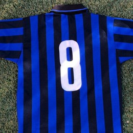 La maglia di Agostinelli e il ricordo di un gol finito al cinema