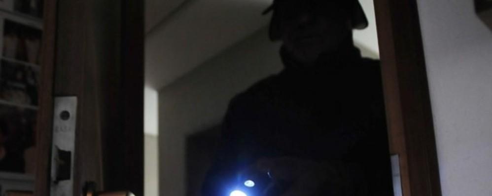 Ladro alla porta con un trapano messo in fuga nel centro di Scanzo