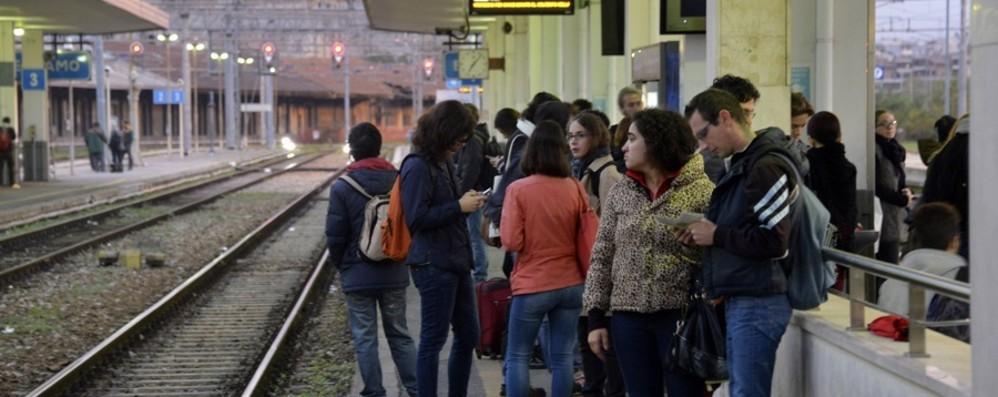 Sparisce il treno delle 7.10 (senza avvisi) Lunedì nero per i pendolari bergamaschi