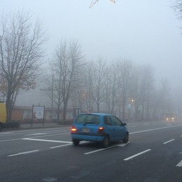 Fitta nebbia sulla Bergamasca I consigli per guidare in sicurezza