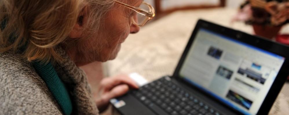Bergamo, over 60 a lezione dai giovani Al via i corsi gratuiti per pc e smartphone