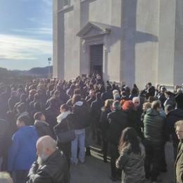 «Ciao capitano di mille battaglie» Folla a Berzo per l'ultimo addio a Ilo