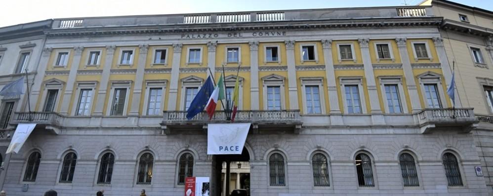 Palazzo Frizzoni boccia la manovra  «All'appello manca un milione e mezzo»