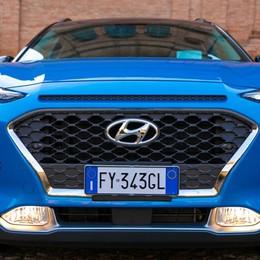 Hyundai Kona in veste ibrida