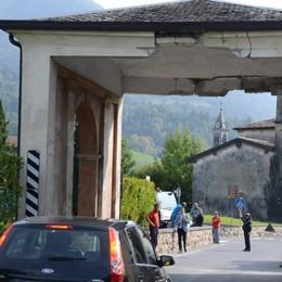 Cerete, camion danneggia un arco Strada provinciale chiusa al traffico