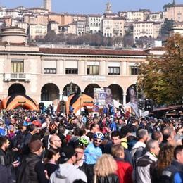 Giro di Lombardia dedicato a Gimondi Festa sul Sentierone per la partenza- Foto