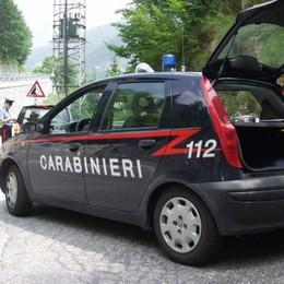 Si scambiano droga dal finestrino dell'auto Colere, arrestato spacciatore 53enne