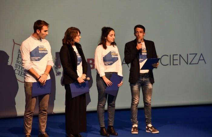 I quattro giovani sul palco