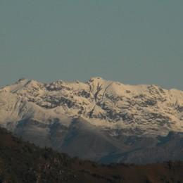 Ecco la prima neve sulle Orobie - Foto Dopo pioggia e vento, bello fino venerdì