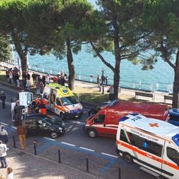 Malore, auto si ribalta sul lungolago Lovere, 78enne soccorso in elicottero