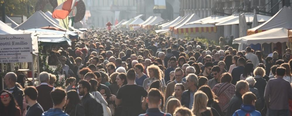 Mercatanti, super folla in centro Oltre 180 mila presenze in 4 giorni
