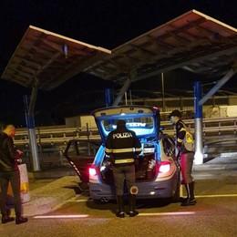 Notte di controlli ai caselli dell'A4 50 veicoli fermati, via 5 patenti e 70 punti