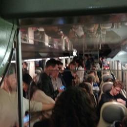 Quattro vetture per centinaia di pendolari La lettera: situazione inaccettabile
