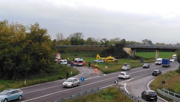 Schianto tra un camion e un furgone Traffico in tilt sulla  tangenziale Sud