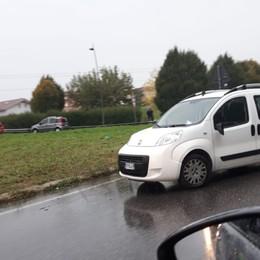 Valle Seriana, auto finisce nel fossato Code sulla Provinciale ad Alzano