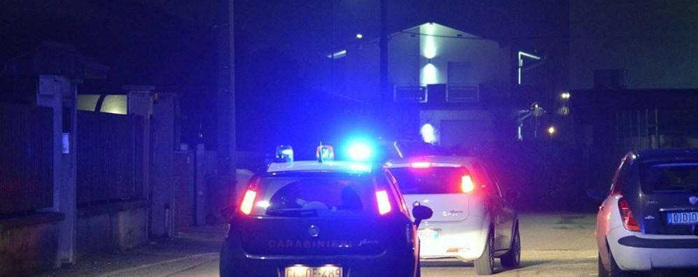 Vedono i Carabinieri e gettano la droga Controlli sulle strade, 2 arresti a Cividate