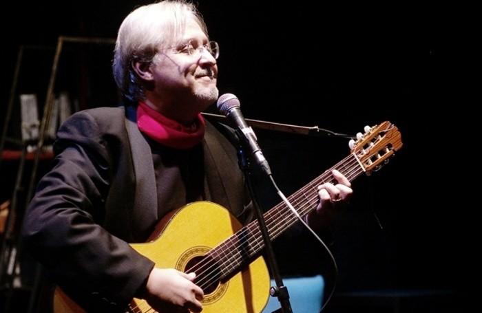 Gian Piero Alloisio, cantautore