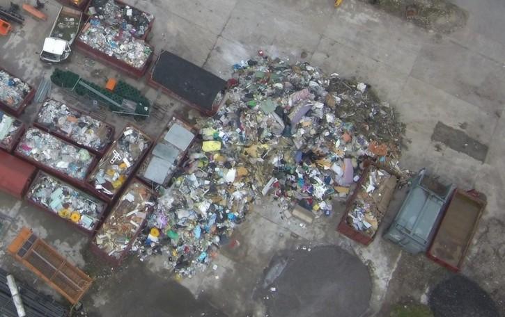 Montagna di rifiuti a Calcinate Gestione illecita, tutto sotto sequestro
