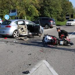 Ponte, auto contro moto sulla Briantea Tre feriti all'incrocio per Brembate Sopra