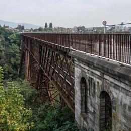 Ponte San Michele, ultimi lavori  Tre giorni di stop per ciclisti e pedoni