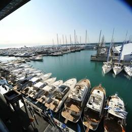 Sebino, scuola nautica abusiva 11mila euro di multa e attività sospesa