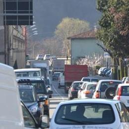 Traffico, caos in Val Seriana E il gruppo Facebook scrive alla Provincia