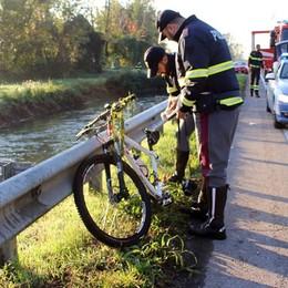 Tragico incidente sulla Rivoltana Investito da un'auto, muore ciclista