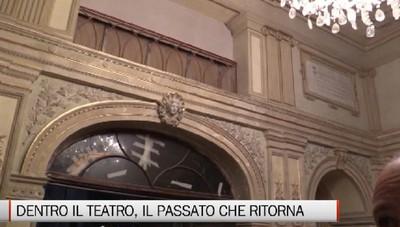 Dentro il cantiere del teatro Donizetti, si respira il passato
