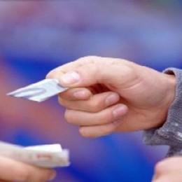 Spaccia cocaina in un parco giochi L'area frequentata da famiglie e bambini