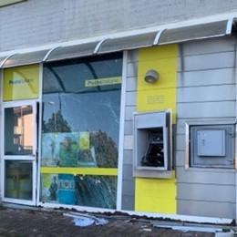 Fanno saltare lo sportello delle Poste Grassobbio: colpo fallito, danni agli uffici