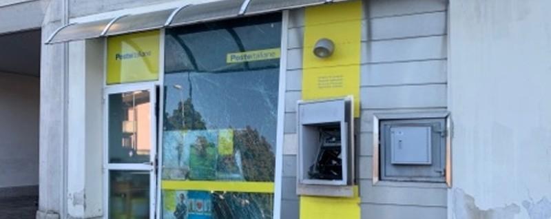Fanno saltare lo sportello delle Poste Grassobbio: colpo fallito, danni agli uffici - L'Eco di Bergamo