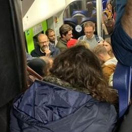 Pendolari bergamaschi, rientro da incubo Treno soppresso, passeggeri bloccati