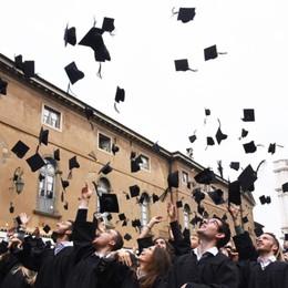 Bergamo, grande emozione per le lauree Il rettore: «Esplorate, sognate e scoprite»