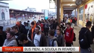 Trasporto studenti, bus stracolmi. I sindaci: acquistiamo noi una corsa in più
