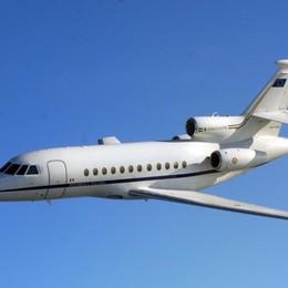 Volo «salvavita» dell'aeronautica a Orio Falcon trasporta bimba di 3 anni
