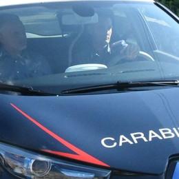A casa per ritirare i documenti, la devasta In sei carabinieri per riuscire a fermarlo