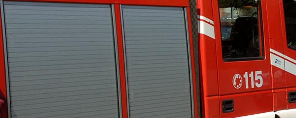 Porta temporizzata, chiusa in stazione Vigili del fuoco «liberano» una signora