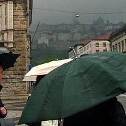 Vento forte in tutta la Bergamasca E la giornata continuerà con la pioggia