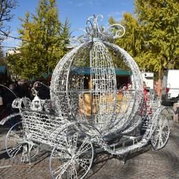 Bergamo, aperto il Villaggio di Natale C'è anche la carrozza di Cenerentola