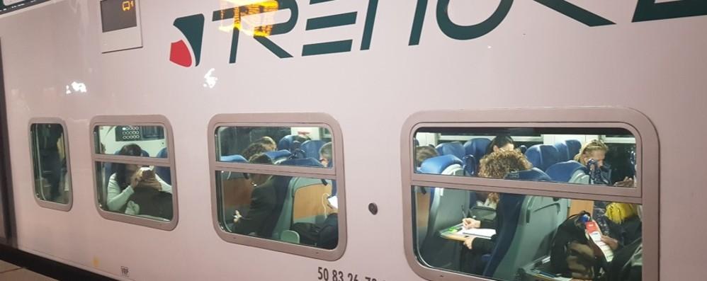 Guasto a un treno sulla linea di Pioltello Cancellazioni e ritardi, pendolari nel caos