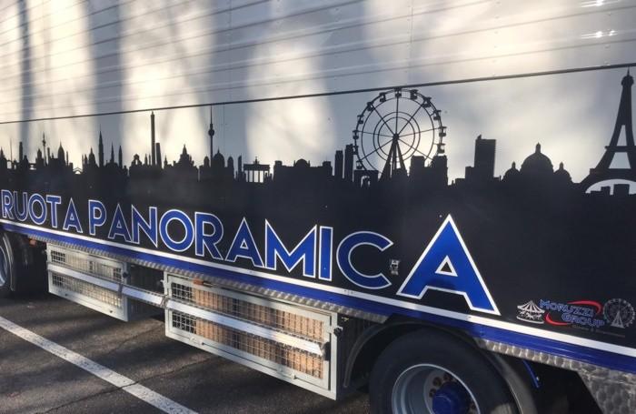 Tre camion per la ruota panoramica