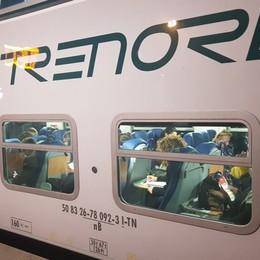 Treno in ritardo, pendolare fa un reclamo  La risposta di Trenord è a dir poco sgarbata