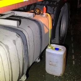 Cercano di rubare gasolio dai tir Ladri messi in fuga a Osio Sopra - Foto