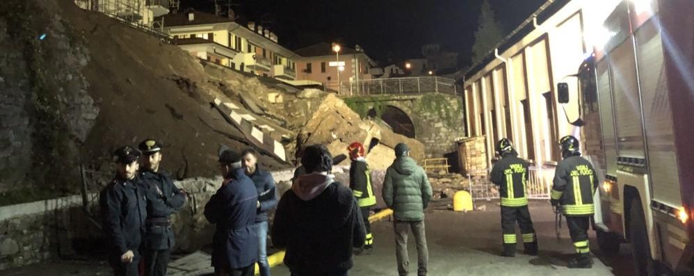 Piazza Brembana, ricerche nella notte  Lavori senza sosta: nessun ferito
