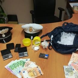 Sequestrati bilancino e duemila euro Scanzo, preso spacciatore di cocaina