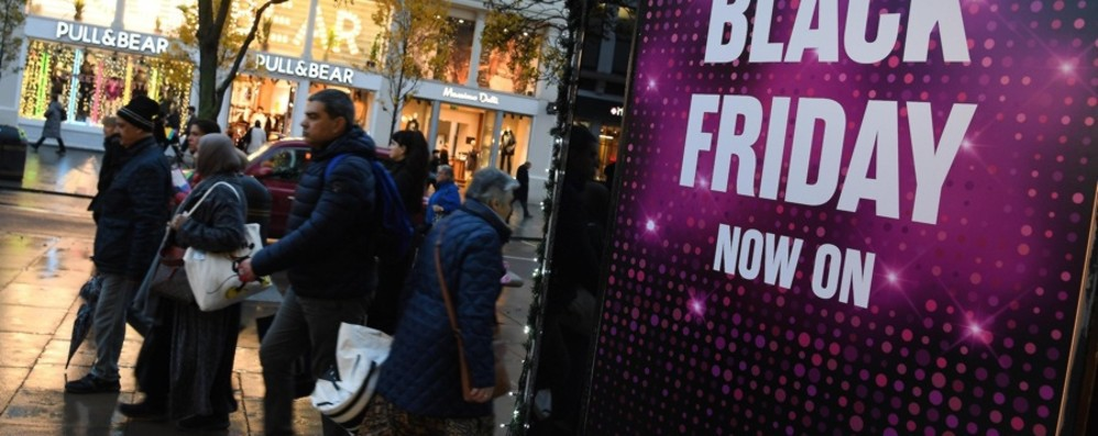 Black Friday, piace a 16 milioni di italiani «Spesa media di 107 euro a testa»