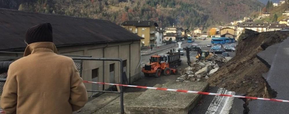 Crollo strada a Piazza Brembana «Sistemazione prevista, ma mancavano i soldi»