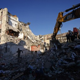 Terremoto Albania, paura e 18 morti Solidarietà e soccorsi anche da Bergamo